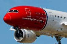 Norwegian Air Shuttle Returns to California due to Oil Leakage