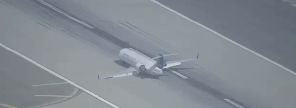 Canadair CRJ Belly Landing at LAX